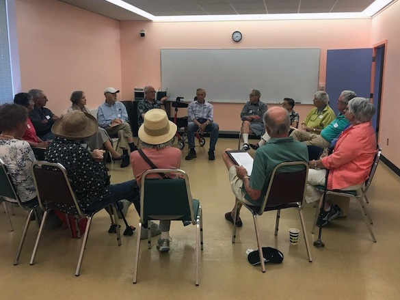 Avenidas Village members discuss current events