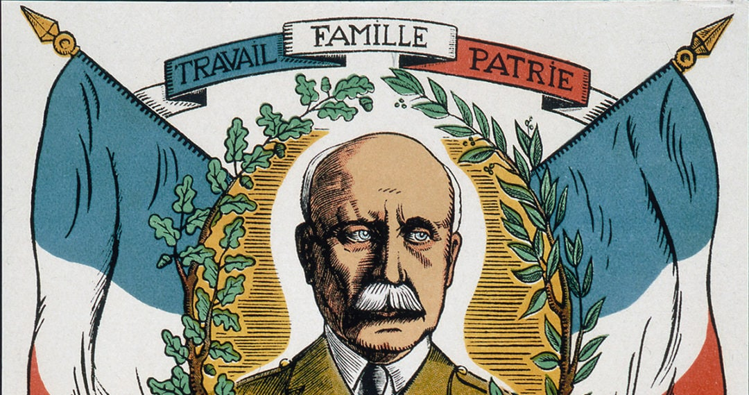 "Portrait du Maréchal Philippe Pétain sous cartouche ""Travail, Famille, Patrie"" au dessus d'une scène représentant la France rurale et industrielle. Revolution nationale 1942. Propagande du gouvernement de Vichy . Credit Collection IM/Kharbine Tapabor"